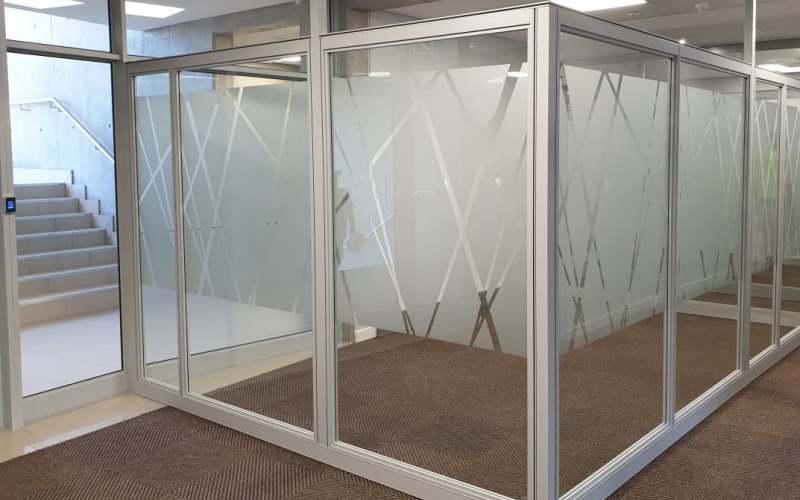Seamless glass facades